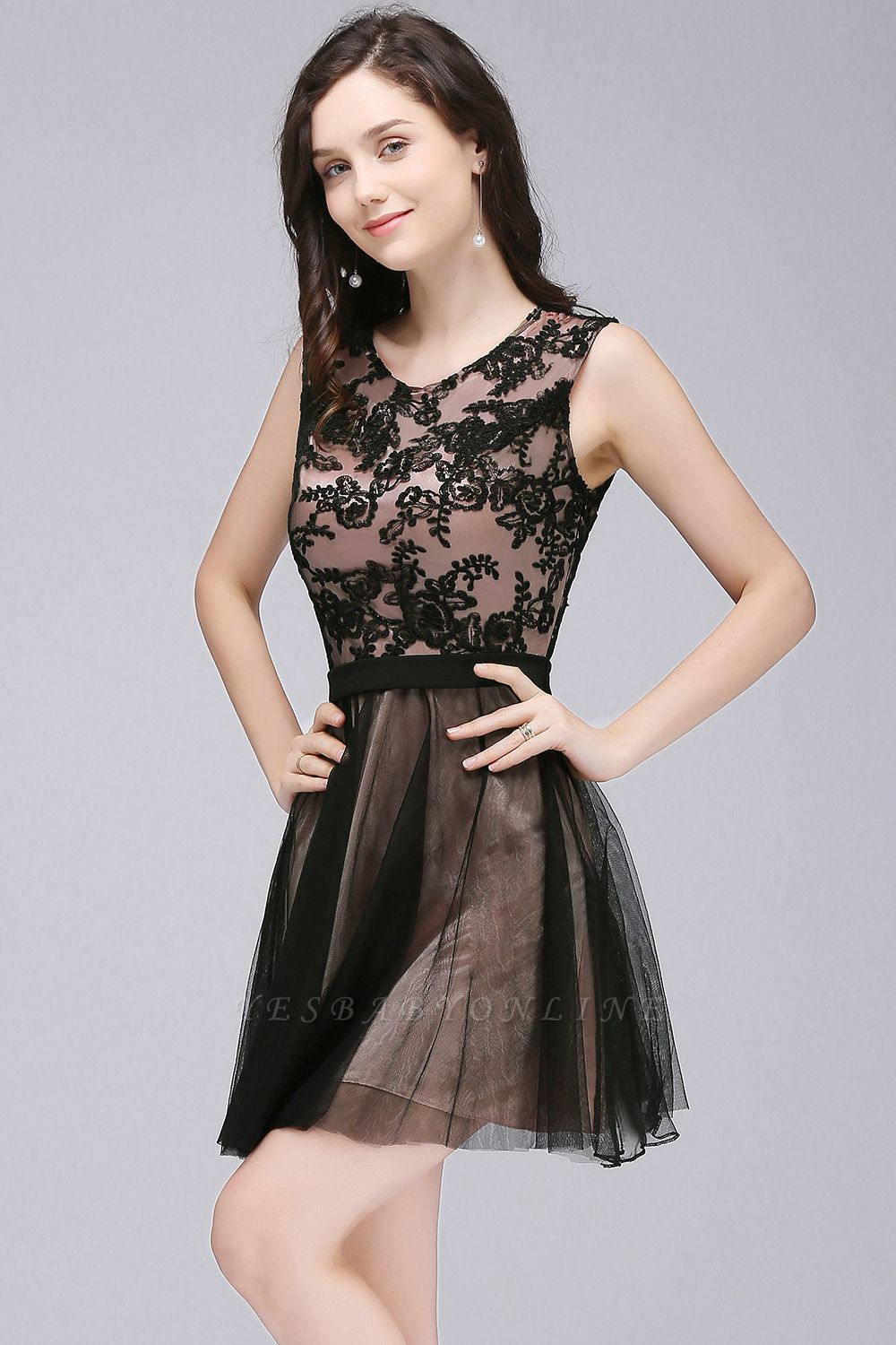 A-Line  Lace Scoop Sleeveless Short Bridesmaid Dresses with Appliques