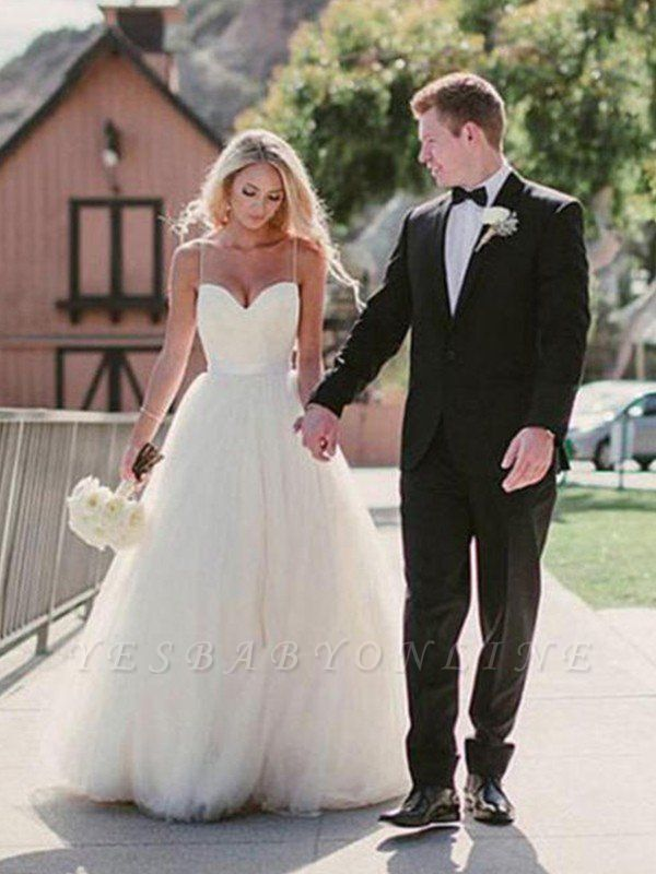 Glamorous Tulle Sweetheart Sweep Train Puffy Sleeveless Wedding Dresses