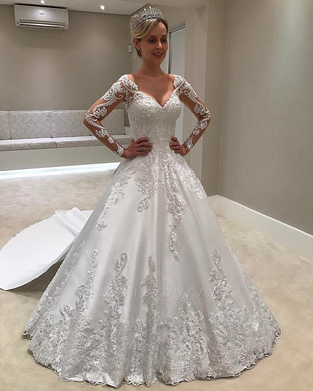 Gorgeous Long Sleeves Satin V-Neck Applique Wedding Dresses