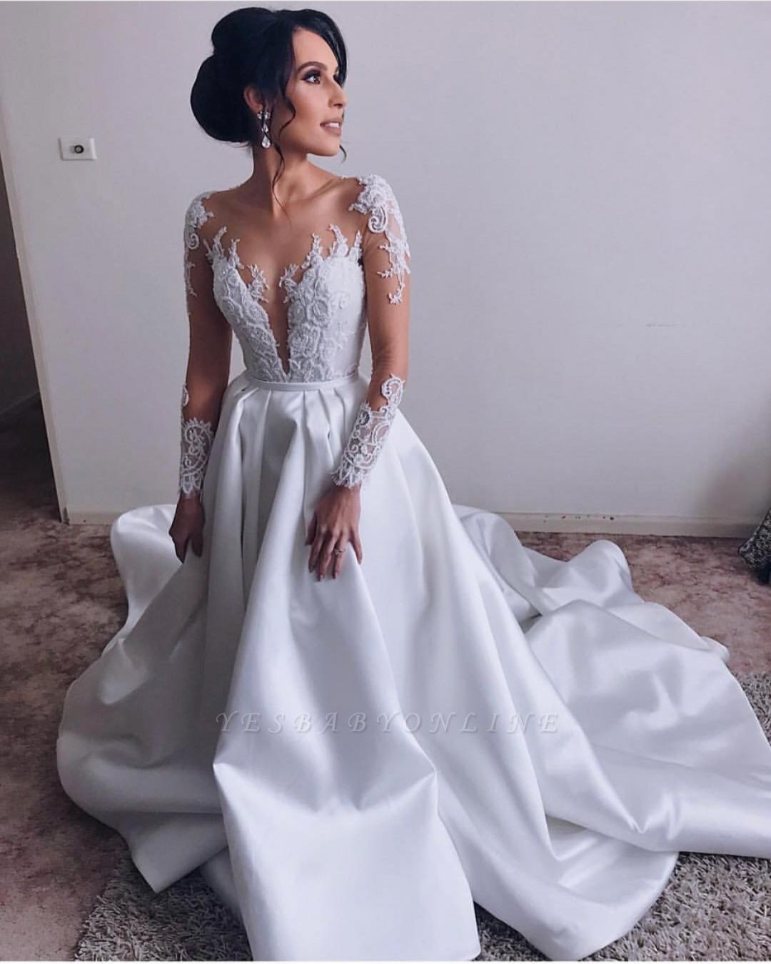 Stunning V-Neck Long Sleeves Lace Appliques Wedding Dress