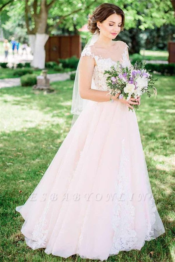Timeless Tulle  Sleeveless Lace Appliques Wedding Dress