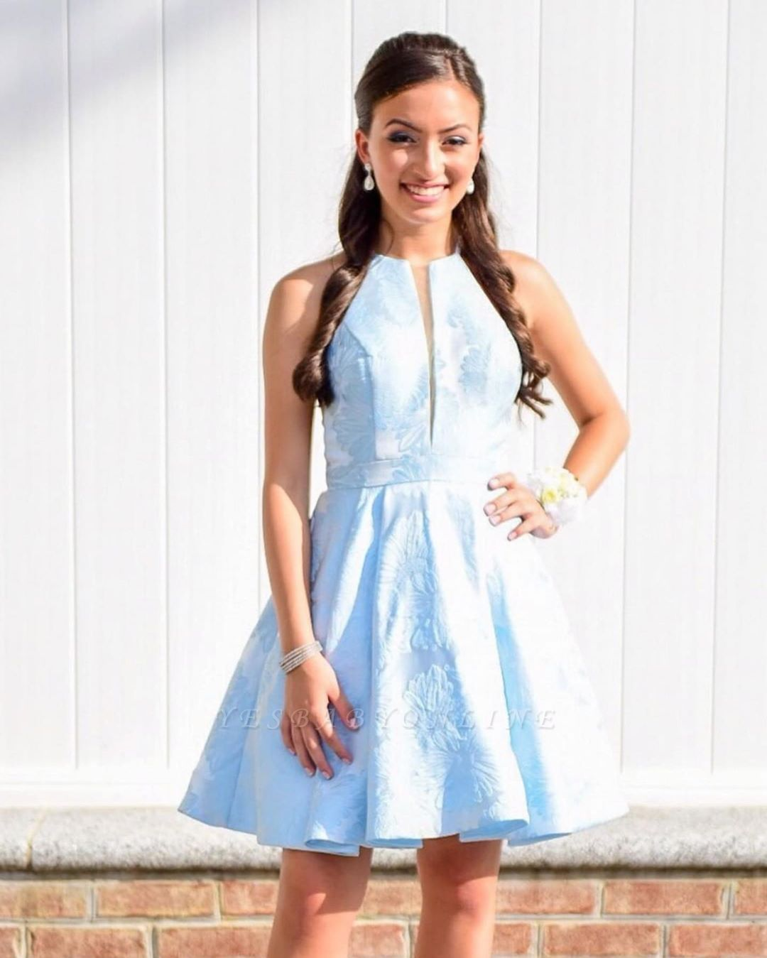 Fashion Sleeveless A-Line V-Neck Halter Short Prom Homecoming Dress