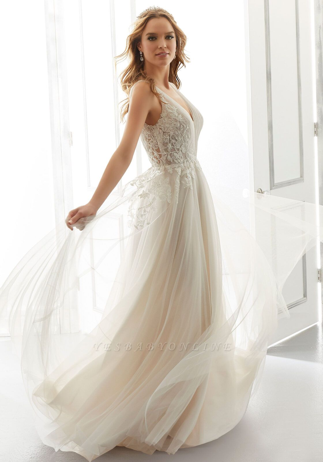 Elegant Sleeveless Tulle Satin A-Line Wedding Dresses With Lace Appliques