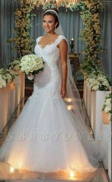 Timeless White Mermaid V-Neck Lace Appliques Wedding Dress