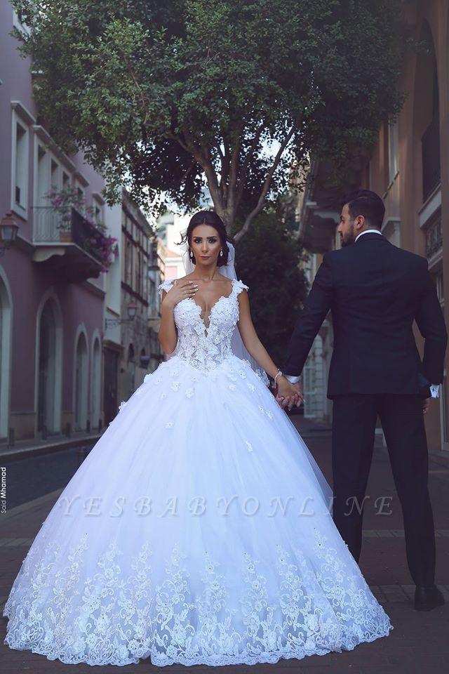 Glamorous V-Neck Sleeveless Appliques Tulle Ball Gown Wedding Dress