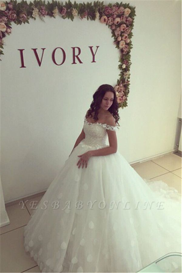 Modern Off-the-shoulder White Appliques Lace-up Lace Ball-Gown Wedding Dress