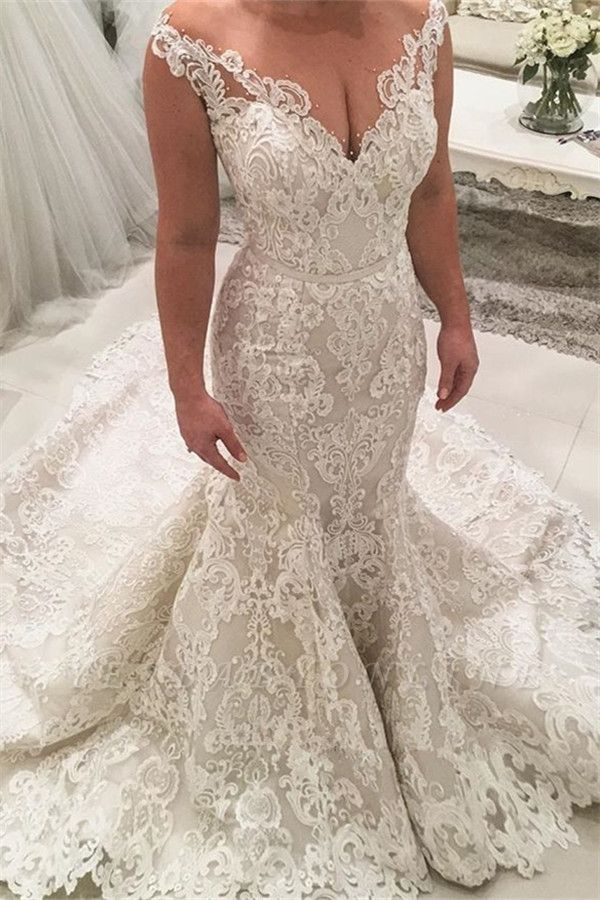 Gorgeous Mermaid Lace Wedding Dresses   Sexy Bridal Gowns with Long Train