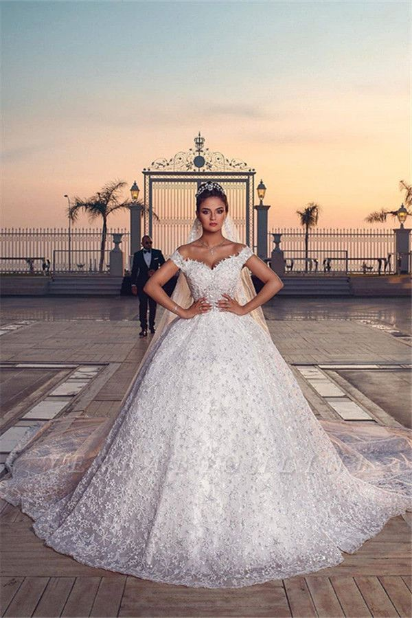 Off the Shoulder Sweetheart Ball Gown Wedding Dresses with Exquisite Lace
