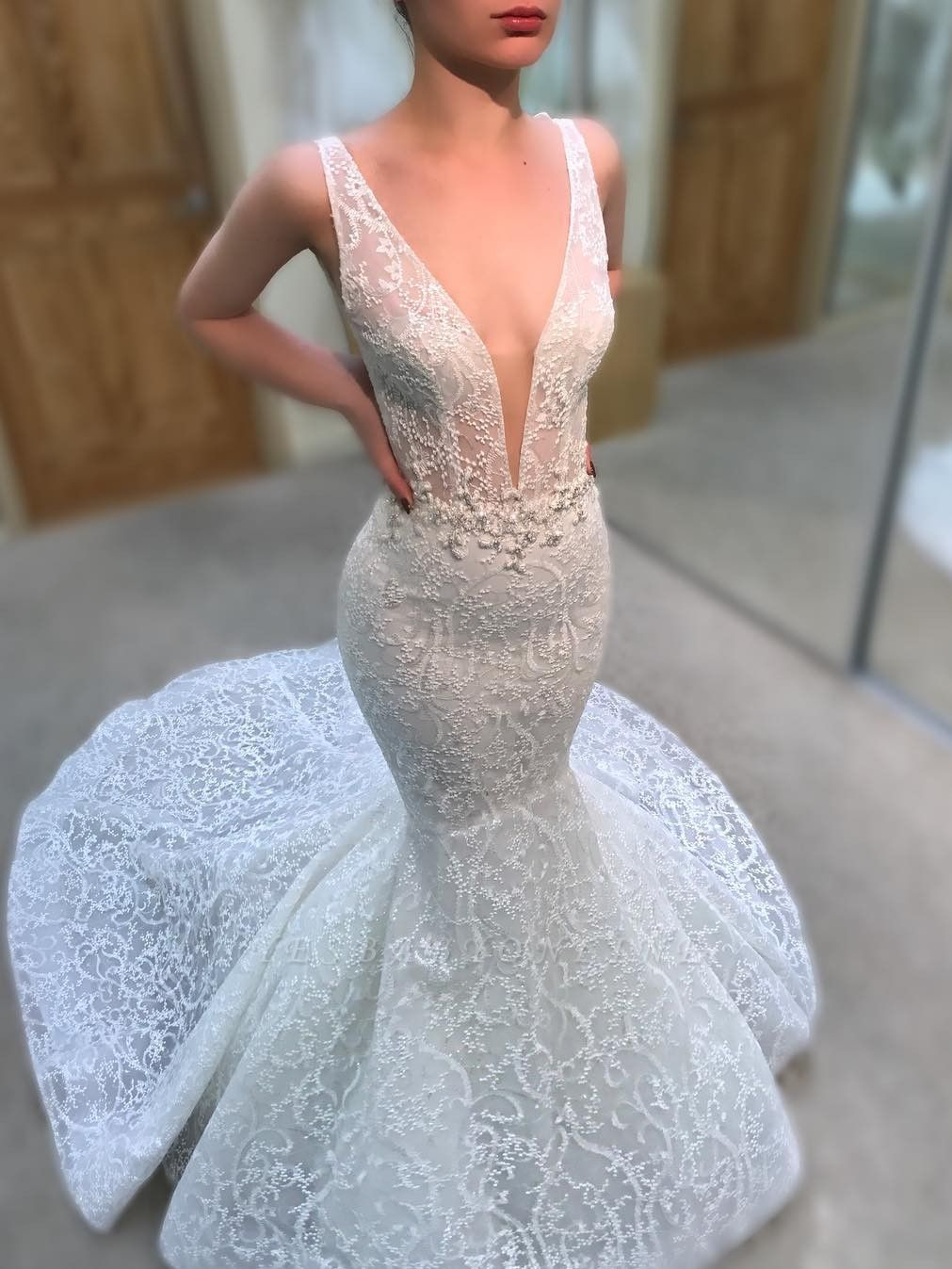 Charming Lace Mermaid Wedding Dresses   V-Neck Sleeveless Beaded Bridal Gowns