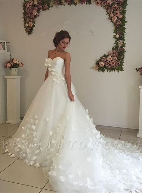 Glamorous 3D-Floral Lace Appliques Wedding Dresses | Sweetheart Neck Chapel Train Bridal Gowns
