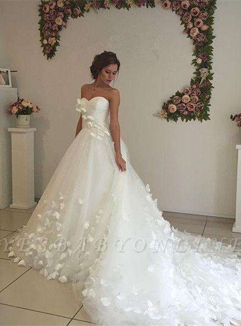Glamorous 3D-Floral Lace Appliques Wedding Dresses   Sweetheart Neck Chapel Train Bridal Gowns