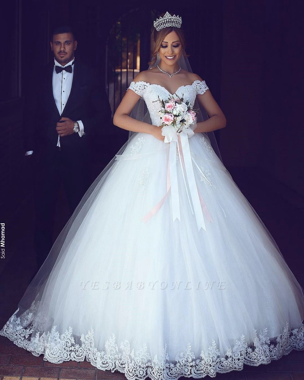 Cheap Off-the-shoulder Lace Puffy Appliques Tulle Wedding Dresses