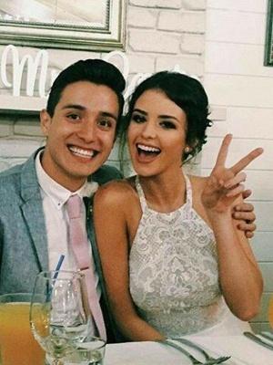 Lace Sleeveless Tulle Floor-Length Halter Wedding Dresses_3