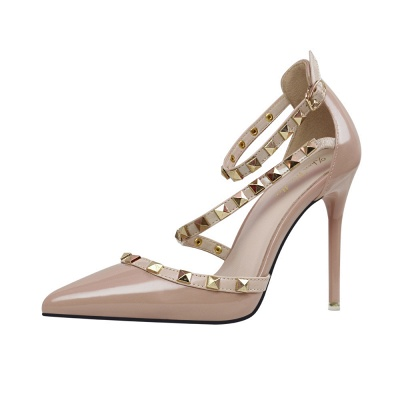 Fashion Pionted Toe High Heel Buckle Wedding Shoes with Rivets_4