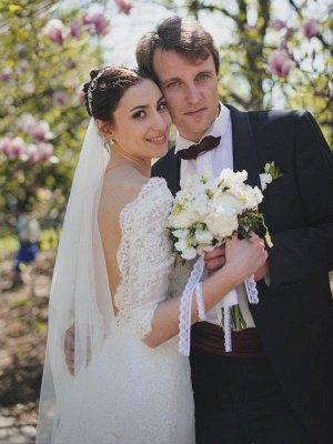 Stunning Sweep Train 1/2 Sleeves V-neck Column Lace Wedding Dresses_1