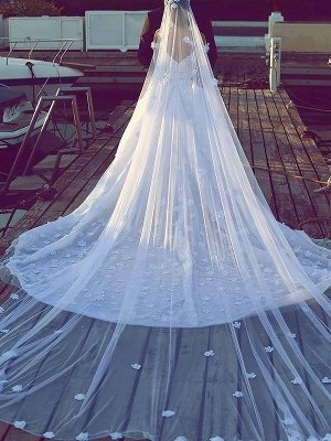 Dramatic Chiffon V-neck Chapel Train Puffy Sleeveless Satin Wedding Dresses_3