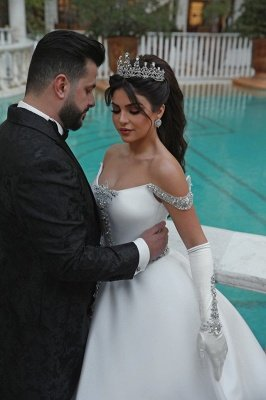 Stunning Ball Gown Off-the-Shoulder Appliques Wedding Dress_4