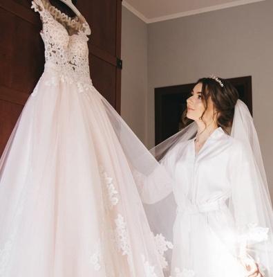Glamorous Sleeveless V-Neck Lace Appliques Wedding Dresses_5