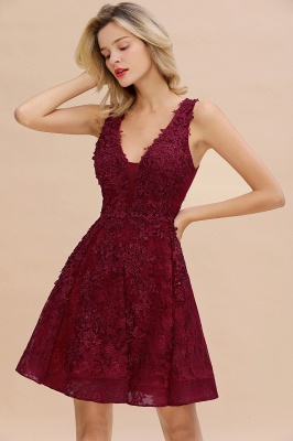 Princess V-neck Knee Length Lace Appliques Homecoming Dresses