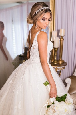 Glamorous Straps V-neck Court Train Ball Gown Lace Tulle Wedding Dresses_2