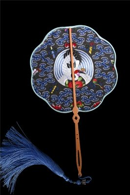 Chinese Traditional Hand-Embroidered Silk Circular Fan With Wave Side_11