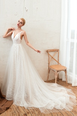 Gorgeous Spaghetti Straps Sweep Train V-neck Lace-Up Lace Wedding Dresses_4