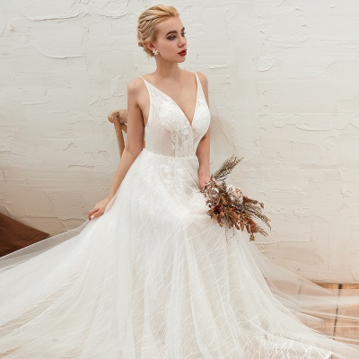 Gorgeous Spaghetti Straps Sweep Train V-neck Lace-Up Lace Wedding Dresses_10