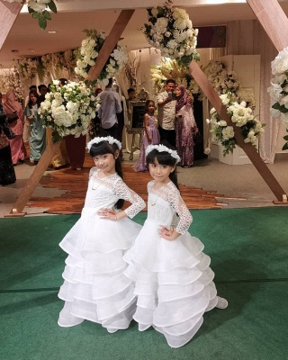 Jewel Long Sleeves Lace Tulle Long Flower Girl Dresses_2