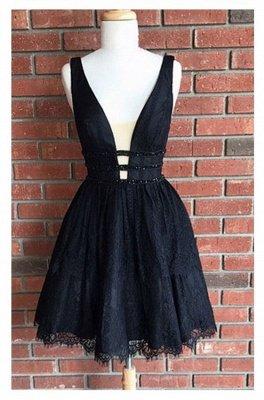 Sleeveless Short Lace Sexy Deep-V-Neck Black Homecoming Dresses_3