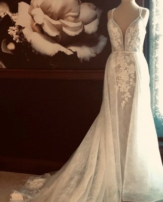 Spaghetti Straps Plunging V-neck Wedding Dress With Detachable Train_2