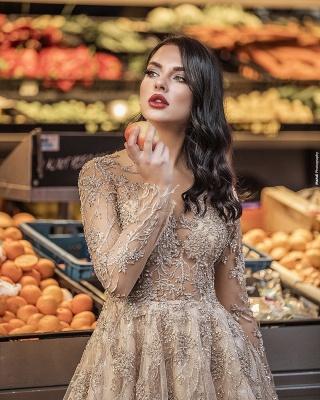 Elegant Floor Length Lace Tulle Long Sleeveless Wedding Dresses_3