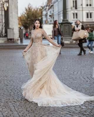 Elegant Floor Length Lace Tulle Long Sleeveless Wedding Dresses_2