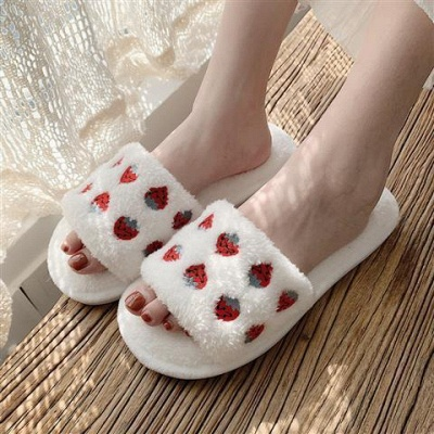 Pineapple Strawberry Pattern Fluffy Slippers_3
