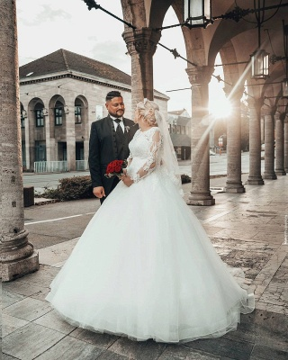 Long Sleeves Jewel Lace Ball Gown Wedding Dresses Online_6
