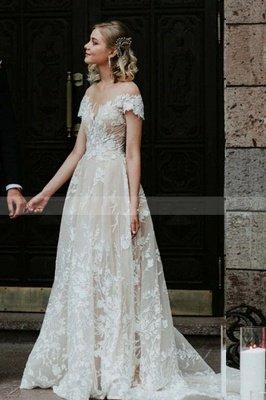 Princess Off Shoulder Floral Lace White Bridal Gowns_4