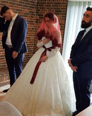 Long Luxury Princess Long Sleeves Jewel Lace Wedding Dress_7