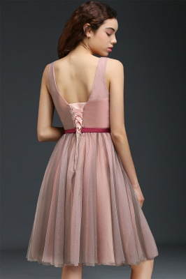 Princess V-neck Knee-length Tulle Homecoming Dress with a Self-tie Belt_3