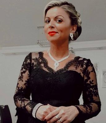 Elegant Long Sleeve V Neck Floor Length A Line Prom Dresses_3