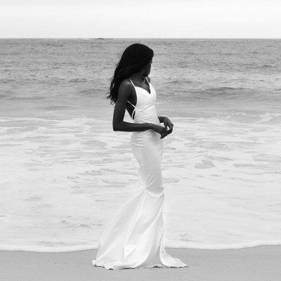 Sexy Spaghetti Strap V Neck Fitted Mermaid Wedding Dresses_2