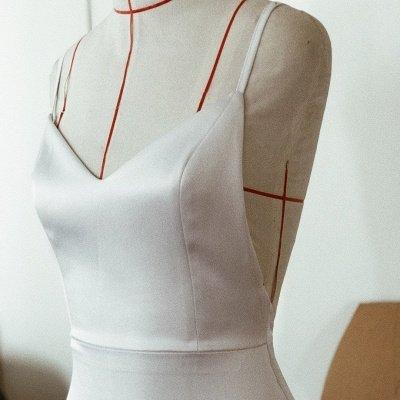 Sexy Spaghetti Strap V Neck Fitted Mermaid Wedding Dresses_4