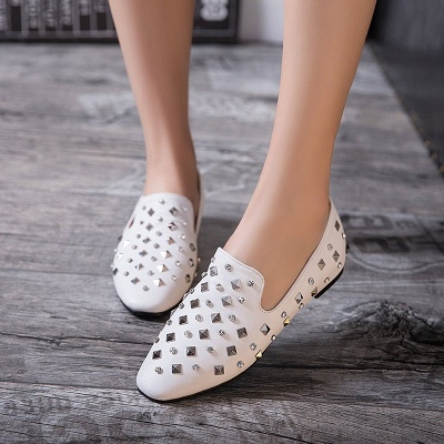 Rivet Daily Round Toe Chunky Heel Casual Loafers_1