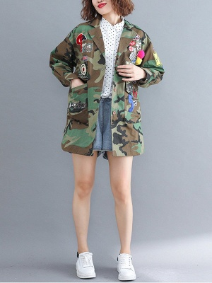 Green Paneled Shift Pockets Buttoned Patch Printed Color-block Coat_4