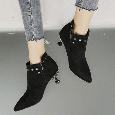 Rivet Kitten Heel Suede Boots_4