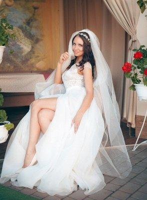 Cap-Sleeve Lace Tulle Split Glamorous Sweep Train Wedding Dress_5