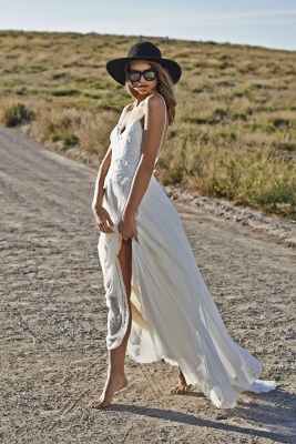 Simple Style Spaghetti Strap V Neck Lace A Line Summer Beach Wedding Dresses_3
