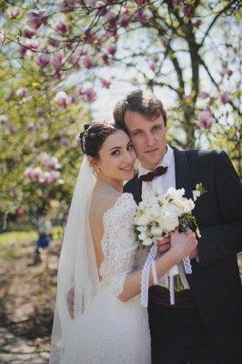 Train Stunning Lace Open-Back Half-sleeve Wedding Dress_6