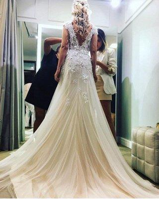 A-Line Tulle Glamorous Lace-Applique Wedding Dresses_3