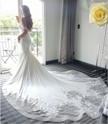Exquisite Off-the-shoulder Train Lace-Appliques Mermaid Wedding Dress_6