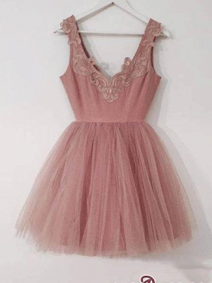 Short Cute A-line Pink Lace-Appliques Homecoming Dresses_4