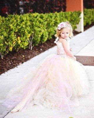 Lovely Sleeveless Tulle Flower Girl Dress With Long Train And Flowers_4
